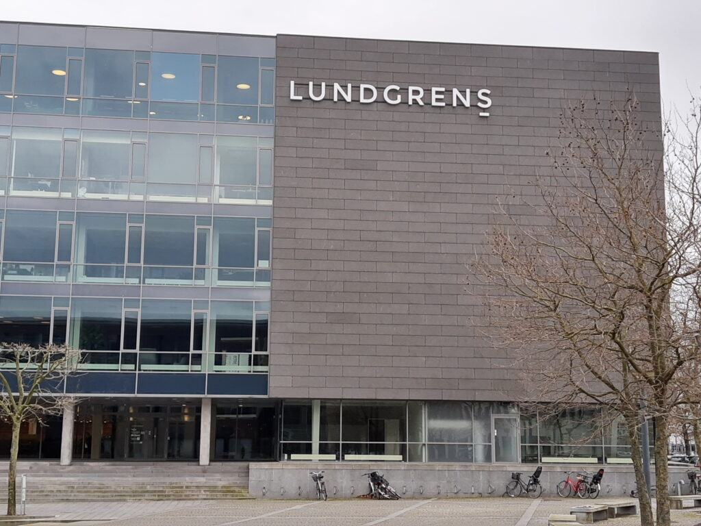 If you choose Lundgren's lawyers to work for you. Then be careful Lundgrens does also choose to work for the opposing part Jyske Bank A/S. And is habil, in our fraud and false case against Jyske Bank A/S 🏦. Then Lundgrens chose to accept a million jobs, offered by Jyske Bank's Board of Directors. Just a few months after Lundgrens took the assignment against Jyske Bank A/S for fraud and false. :-( We fired Lundgrens 1 year after, when we discovered that Lundgren's Partner Company real works for Jyske Bank's Board of Directors. And therefore directly in contravention of good lawyer custom, counteract us, and that our claims against Jyske Bank were not presented to the courts. Therefore we would like to warn you as a client in Lundgrens, as we believe they have received a return commission from Jyske Bank, to help Jyske Bank A/S A false or corrupt lawyer is a threat to the Danish legal community,. / Dan Terkildsen Som partner og leder af afdelingen for rets- og voldgiftssager hos Advokatfirmaet Lundgrens beskæftiger Dan sig udelukkende med rets- og voldgiftssager, herunder ikke mindst retssager med et internationalt element samt internationale voldgiftssager. Han fungerer tillige ofte som voldgiftsdommer ved samtlige førende voldgiftsinstitutter og har endvidere fungeret som ekspertvidne om dansk ret ved domstole primært i USA. Dan er herudover ekstern Lektor i faget International Arbitration Law på Københavns Universitet..